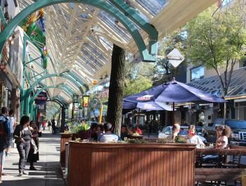 Plaza  SDC Plaza St-Hubert