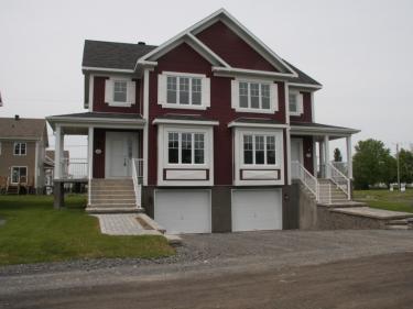 Faubourg St-Philippe - Maisons neuves à La Prairie près d'une gare: 250001$ - 300000$